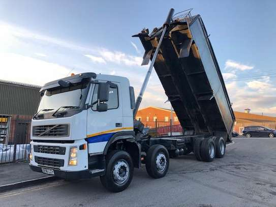 2006 Volvo 400 8X4 TIPPER TSHS 117MILLION ON THE ROAD image 1
