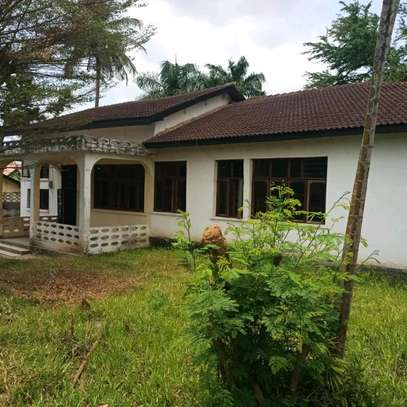 House for sale,at mbezi beach 4bedrooms,one master,public toilet,kichen,stoo sqm 900 image 1