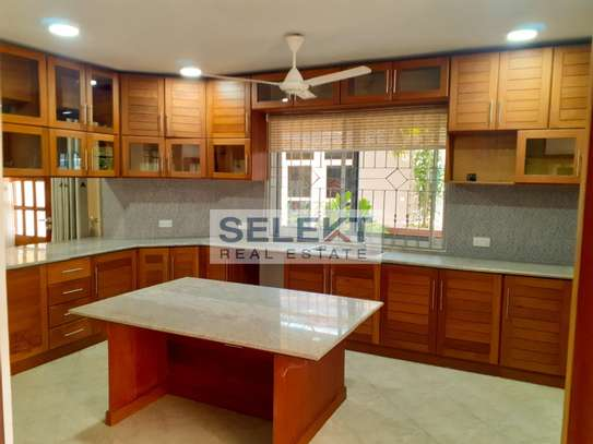 Specious 4 Bedroom Apartment In Oyster Bay image 1