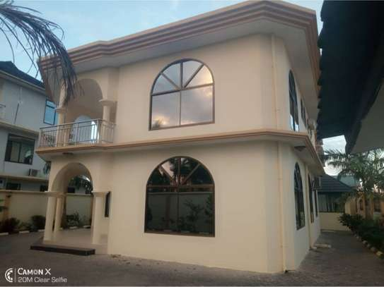 4bed house for rent at msasani $2000pm image 1