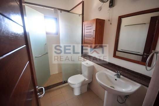 Well maintained 4 Bdrm Villas in Oysterbay image 9