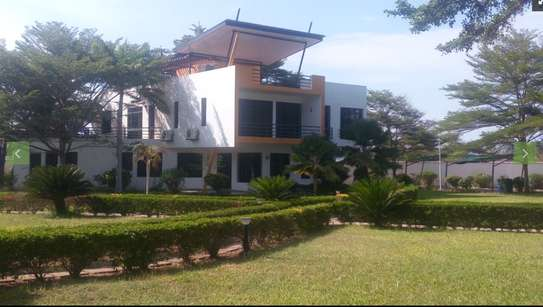 4 Bdrm Executive sea view Villa at Kawe