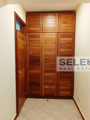 Specious 4 Bedroom Apartment In Oyster Bay image 11