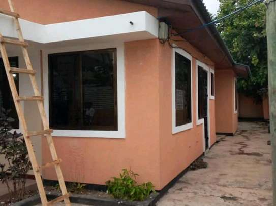 3 bdrms unfurnished House, Tshs.700,000/Month Sinza image 2