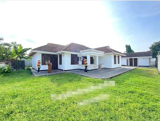 MBEZI BEACH...a 4bedrooms all self containd standalone is for rent image 1