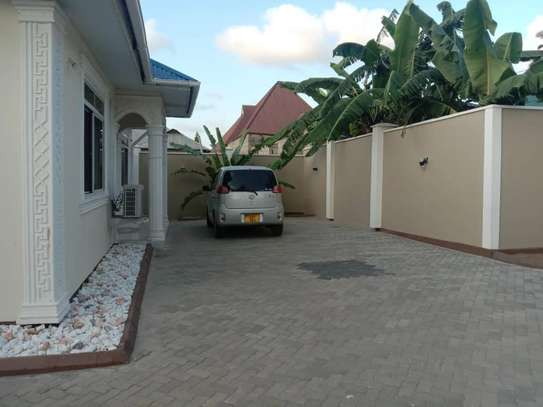 3 bed room big house for sale  at kigamboni image 3