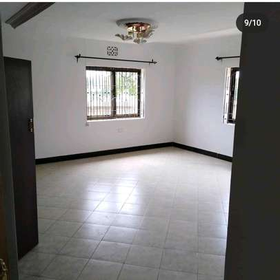 5BEDROOMS  BUNGALOW FOR RENT AT NGARAMTONI-ARUSHA image 5
