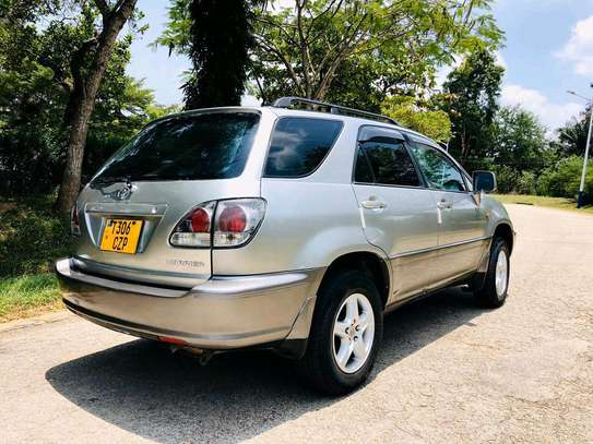 2002 Toyota Harrier image 4