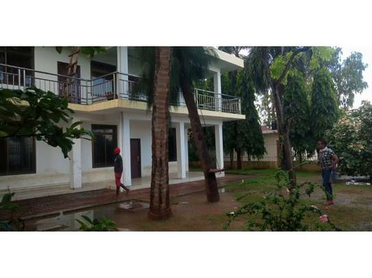 4 bed room beach apartment at kawe beach for rent $800pm image 3
