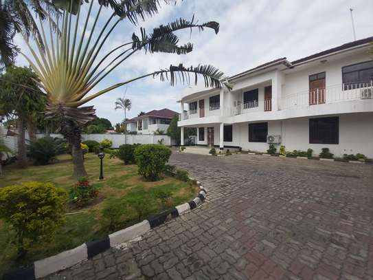 4 BEDROOMS CLASSIC HOUSE FOR RENT image 2