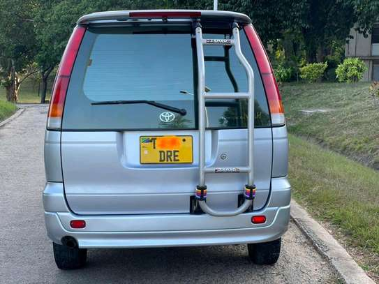 2000 Toyota Town Ace image 2
