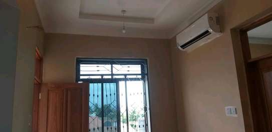 House for rent kinondon ,masterdroom ,sittingroom and kitchen at price of 400,000/=per month image 4