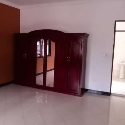 3 bed room all ensuet house for rent tsh 800000 at survey ardh image 7