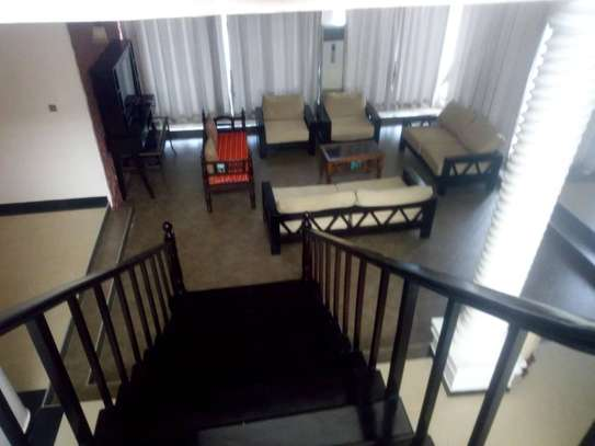 4bed beach house at mbez beach $1500pm image 5
