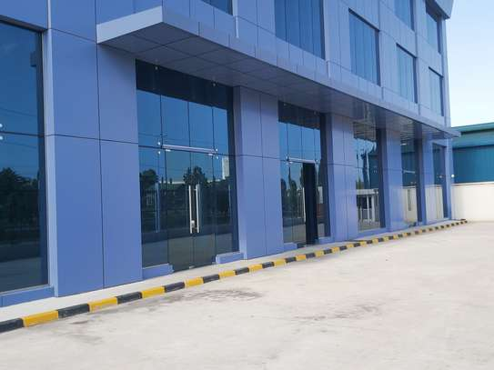 A show room/warehouse  available for rent at changombe main road image 2