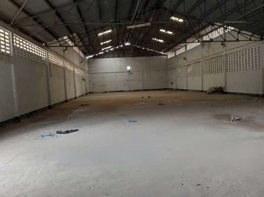 882 SQM Warehouse For Rent image 2