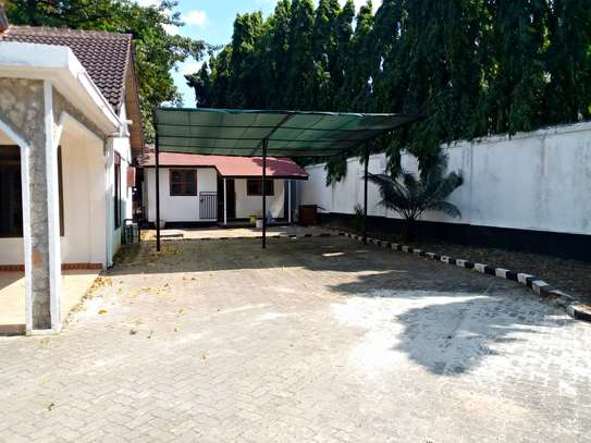 5 bed room house for rent at masaki image 4
