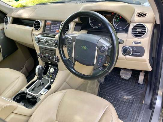 2011 Land Rover Discovery image 8