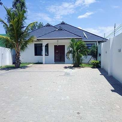 4bed  a stand alone house at msasani 3bed all ensuite  nice location