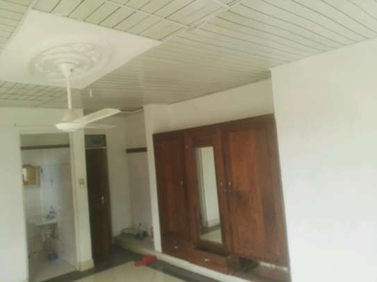 House for rent.5bedroom Office or living business etc. image 5