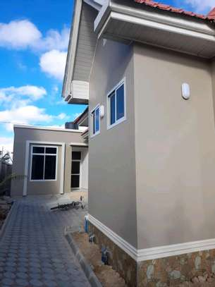 House for sale at dodoma Ilazo, 900 sq.m and good looking image 4