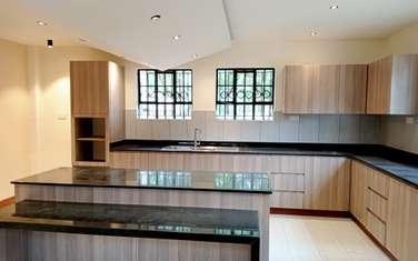 6 bedroom house for rent in New Kitusuru