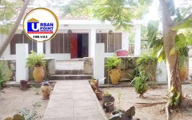 5 bedroom house for sale in Kikambala