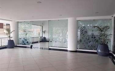 160 m² office for rent in Parklands