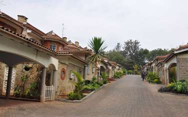 5 bedroom townhouse for sale in Riverside