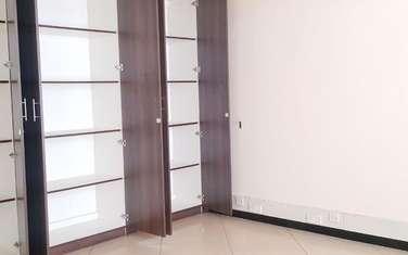 142 m² office for rent in Parklands