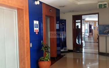 330 m² office for rent in Parklands