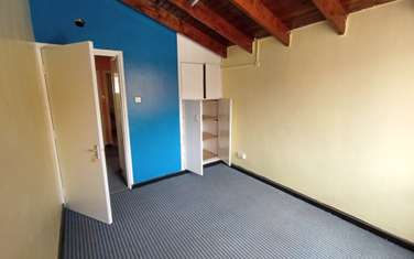 2300 ft² office for rent in Riverside