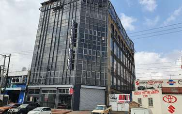 7500 ft² warehouse for rent in Industrial Area