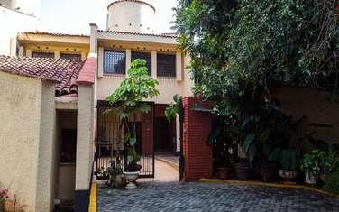 5 bedroom townhouse for rent in Rhapta Road