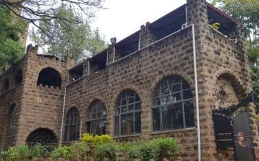 929 m² commercial property for rent in Lavington