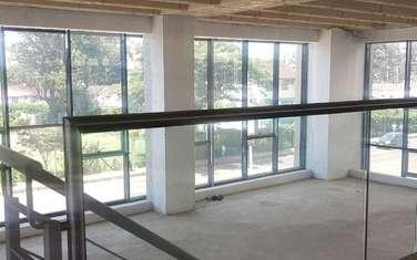320 m² shop for rent in Parklands