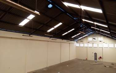 929 m² warehouse for rent in Industrial Area