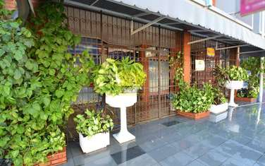 142m² office for rent in South C