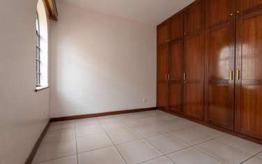 128 m² office for rent in Kilimani