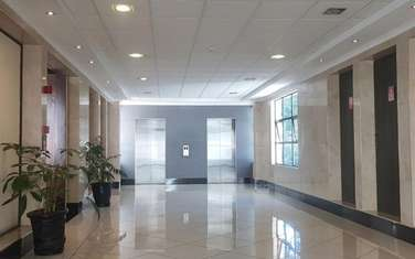 393 m² office for rent in Riverside