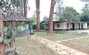 883 m² commercial property for rent in Lavington