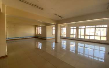 1000 ft² office for rent in Ngara