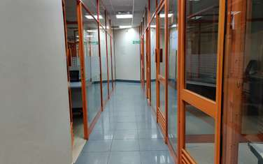 424 m² office for rent in Cbd