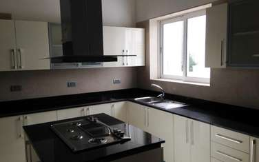Furnished 5 bedroom townhouse for sale in Spring Valley