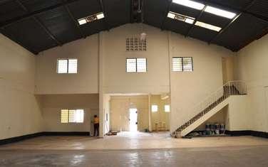8500 ft² warehouse for rent in Industrial Area