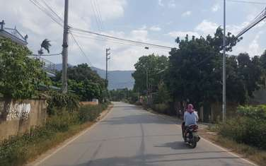 1100 m2 residential land for sale in District Quoc Oai