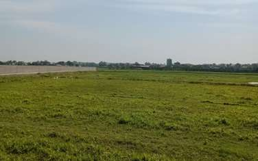 360000 m2 commercial land for sale in District Van Lam