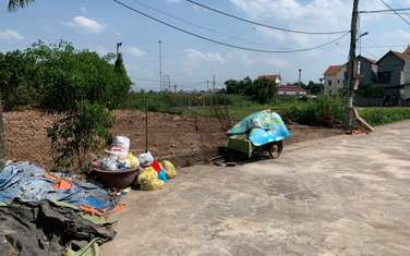 200 m2 residential land for sale in District Van Giang